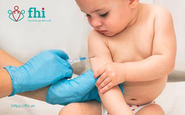 tiêm vaccin cho trẻ