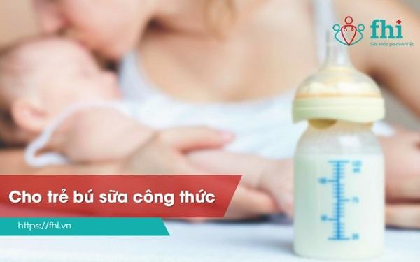 bú sữa công thức là nguyên nhân phân sống ở trẻ sơ sinh