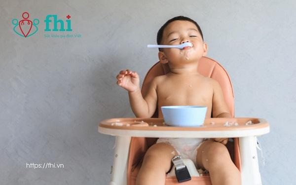 trẻ biếng ăn chậm lớn